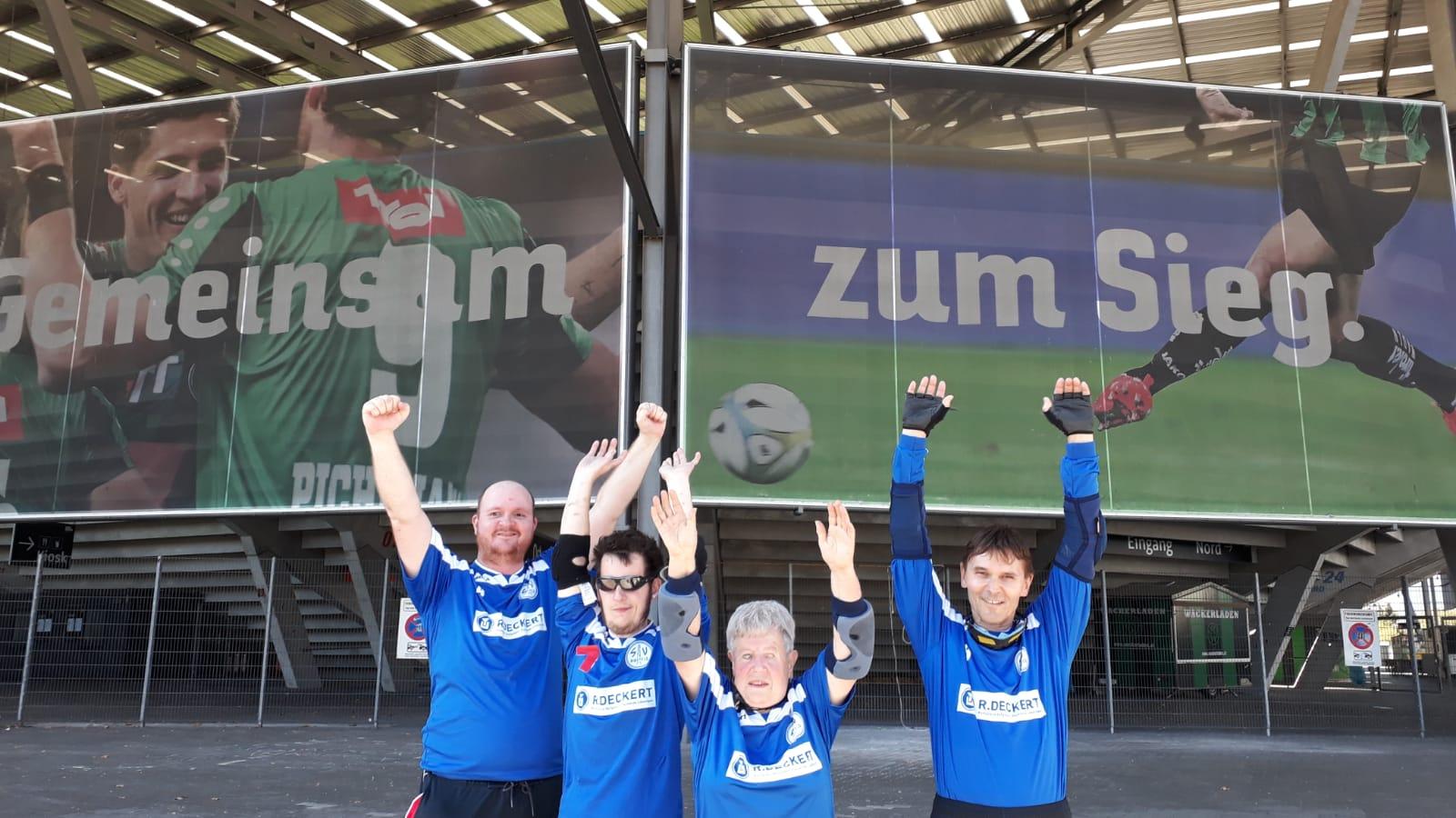 Mannschaft des SV-Hoffeld in Insbruck vor dem Tivoli