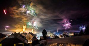 Feuerwerk über einer Stadt